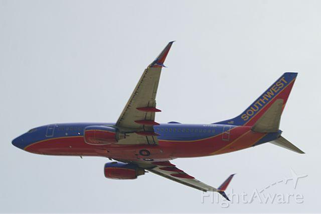 Boeing 737-700 (N7734H)