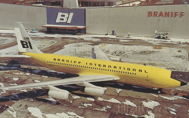 Boeing 707-100 (N7073) - scanned from postcard<br />braniff