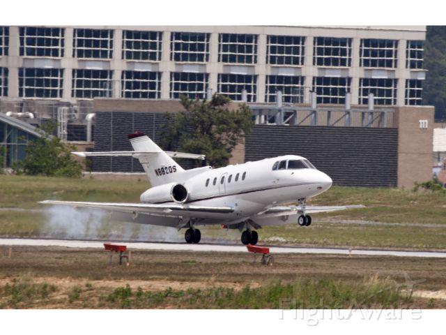 Raytheon Hawker 800 (N882QS) - Perfect landing under crosswind conditions!