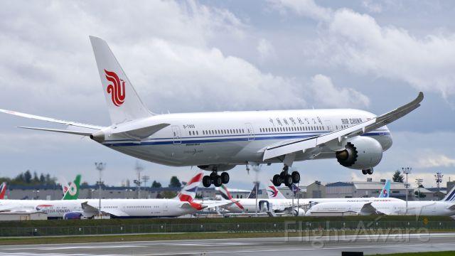 Boeing 787-9 Dreamliner (B-7899) - BOE53 on short final to Rwy 16R to complete a B2 flight on 10/16/16. (ln 487 / cn 34311).