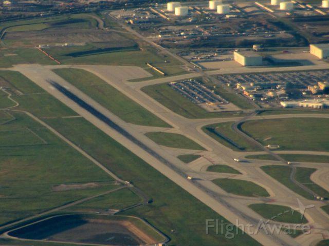 — — - Runway 14R at O