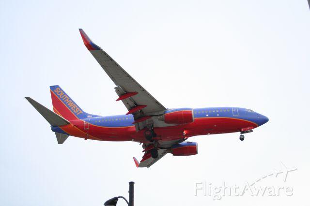 BOEING 737-300 (N416WN) - On short final for 31 Center