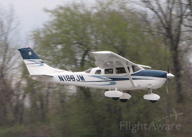 Cessna 206 Stationair (N189JM) - Landing on 14 at the Shreveport Downtown airport.