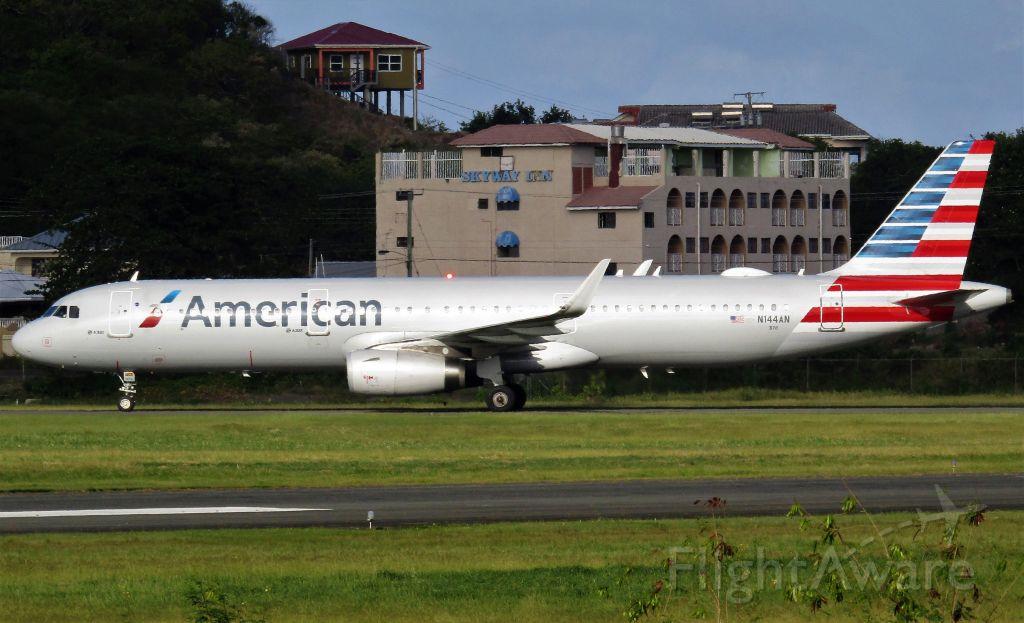 Airbus A321 (N144AN)