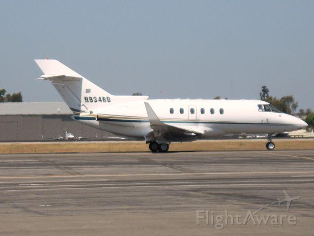 Raytheon Hawker 800 (N934RD) - Taxiing at Santa Ana