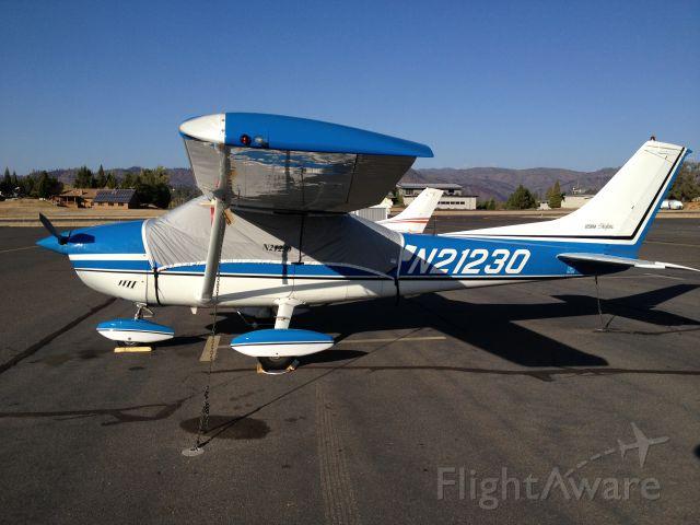 Cessna Skylane (N21230) - One fine October day at Pine Mountain, Groveland, California.