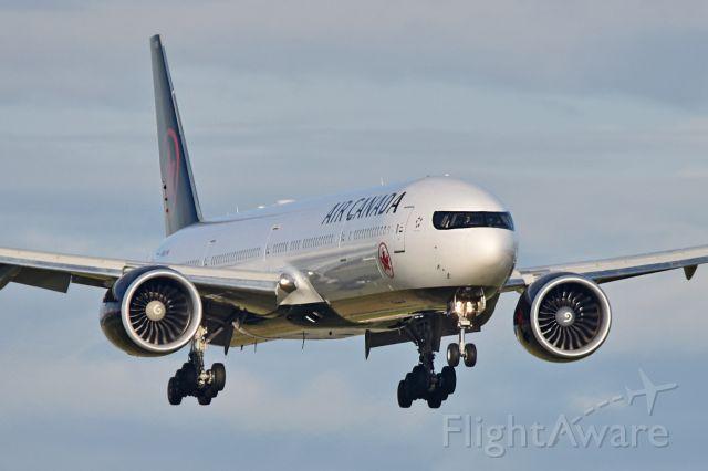 BOEING 777-300 (C-FNNQ)