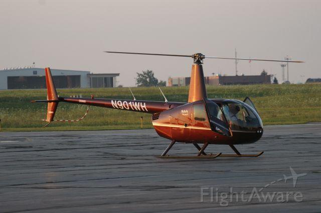 Robinson R-44 (N901WH)