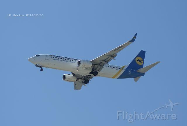 Boeing 737-700 (UR-PSO)