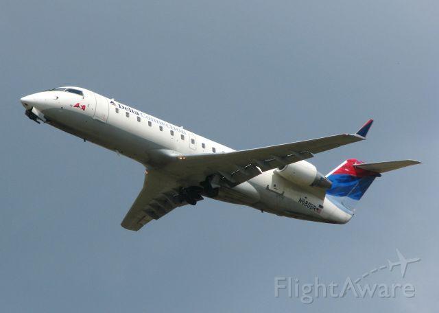 Canadair Regional Jet CRJ-200 (N680BR) - Off of runway 23 at the Shreveport Regional airport.
