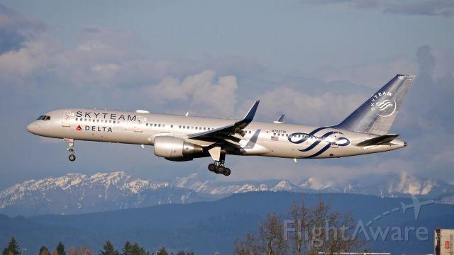 Boeing 757-200 (N705TW) - DAL8968 from FOE on final to SEA Rwy 34L on 3.28.19. (B757-231(WL) / ln 742 / cn 28479).