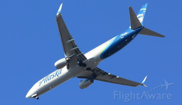 Boeing 737-900 (N280AK) - Nice early morning shot from my front yard.