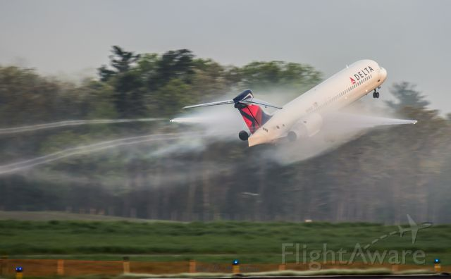 Boeing 717-200 (N948AT) - Blasting out of Asheville Regional headed for Atlanta.