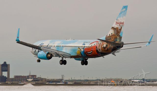 Boeing 737-700 (N570AS) - N570AS Disney livery RWY27 arrival @ KBOS Logan Airport on FlightAware.Com !