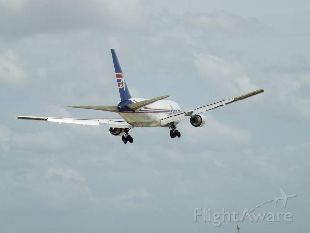 BOEING 767-200 (N743AX) - 767-200 Amerijet international landing in Merida Yucatán