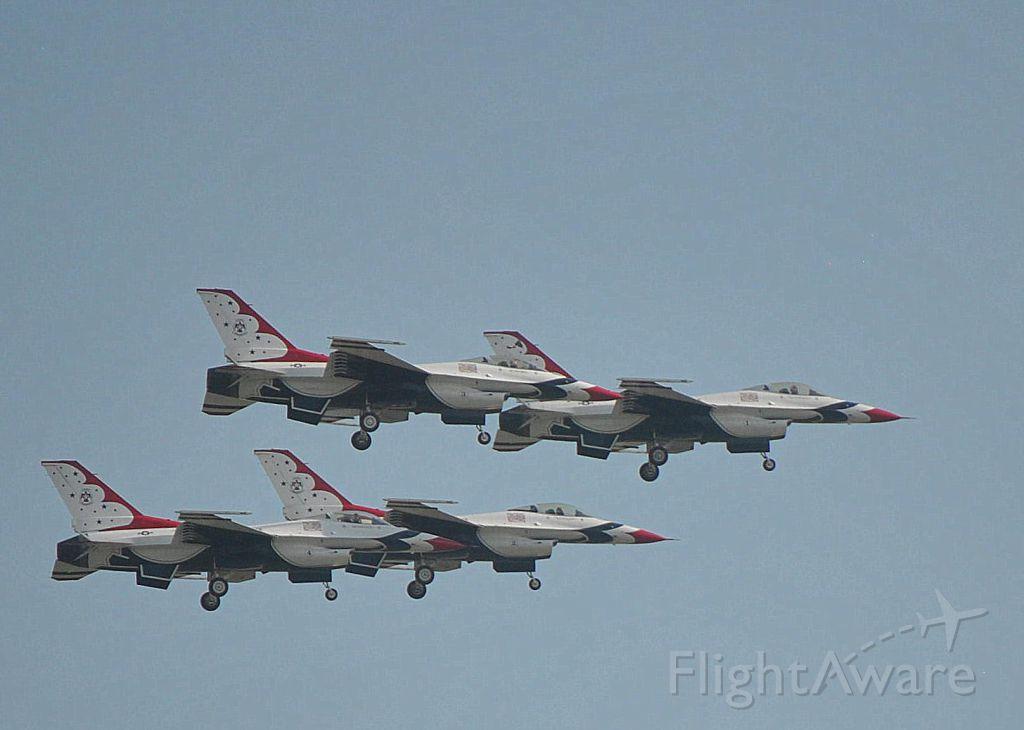 Lockheed F-16 Fighting Falcon — - Thunderbirds at Sun N