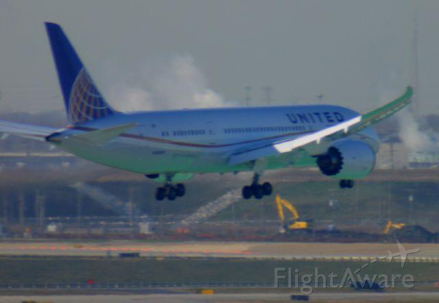 Boeing 787-8 (N26906) - 787 IAH-ORD