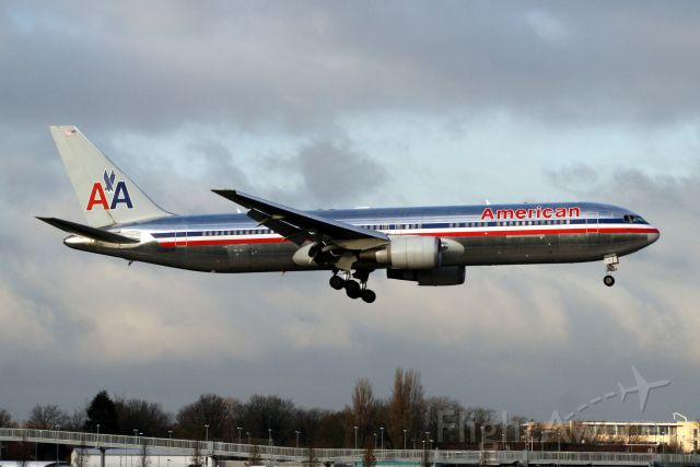 BOEING 767-300 (N348AN) - Arriving on 11-Dec-09 as AAL155 from EBBR.