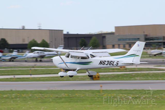 Cessna Skyhawk (N636LS) - RWY 30 Public Viewing Area