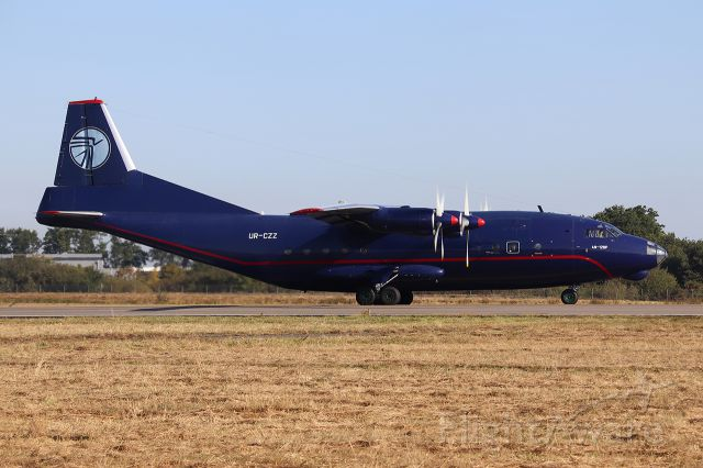 Antonov An-12 (UR-CZZ)