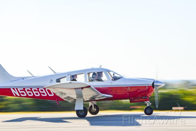Piper Cherokee Arrow (N56690)