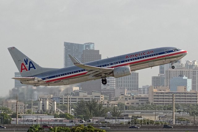 Boeing 737-800 (N852NN)