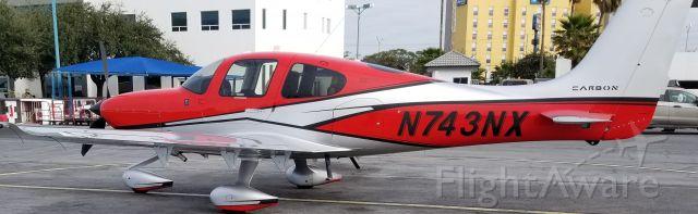 Cirrus SR-22 (N743NX)