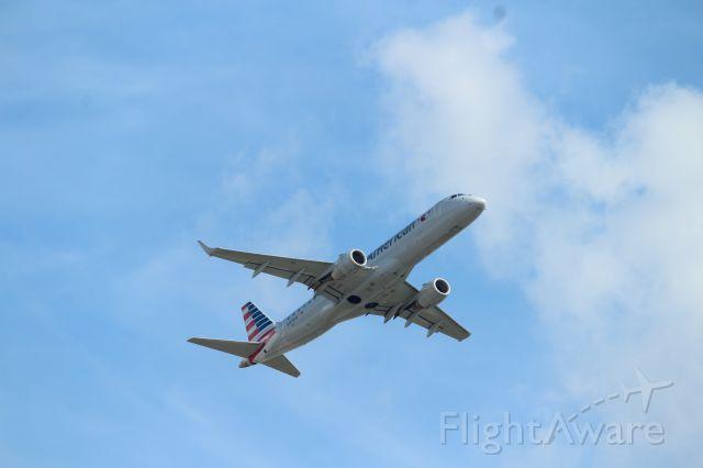 Embraer ERJ-190 (N953UW)