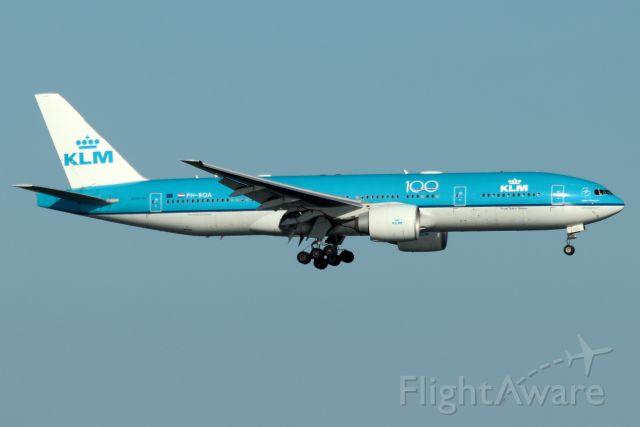 Boeing 777-200 (PH-BQA) - 'KLM 617' arriving from Amsterdam as a non-passenger cargo flight