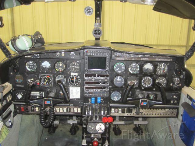 Piper Aztec (N62697) - Panel