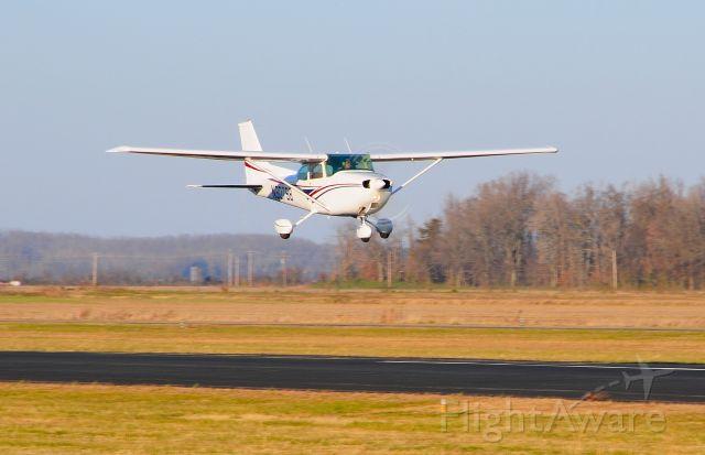 N80798 — - Departing Runway 18