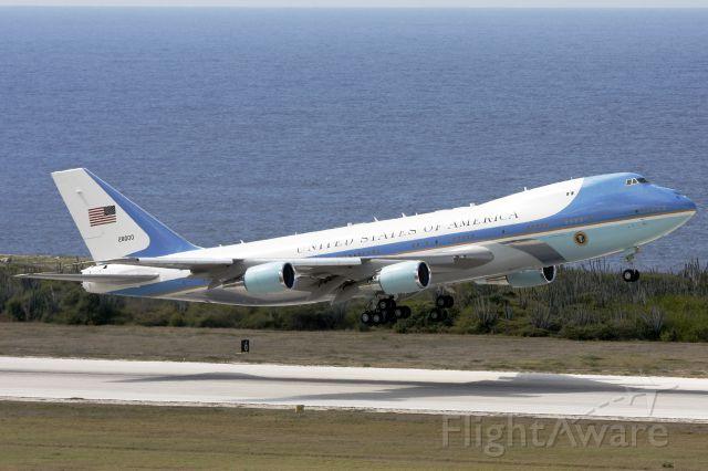Boeing 747-200 (82-8000) - Hope too see you again.........................................