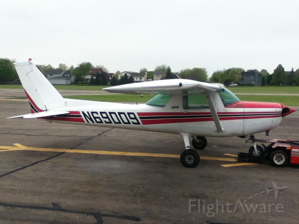 Cessna 152 (N69009) - At the fuel pumps.
