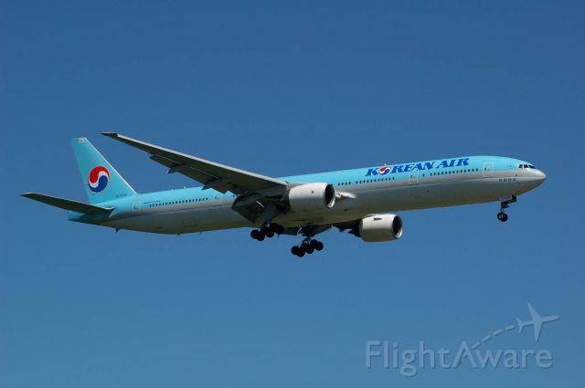 BOEING 777-300 (HL7533) - 2013-07-23