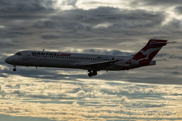 Boeing 717-200 (VH-YQX) - Late afternoon arrival on runway 19.