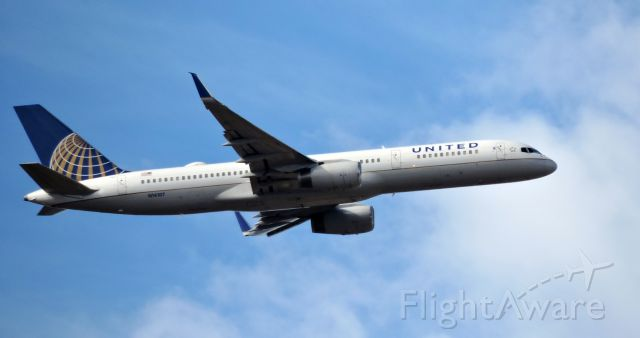 Boeing 757-200 (N14107) - Minutes till landing, Feb. 2019.