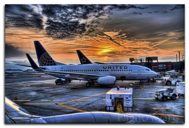 Boeing 737-700 (N14704) - Waiting for push