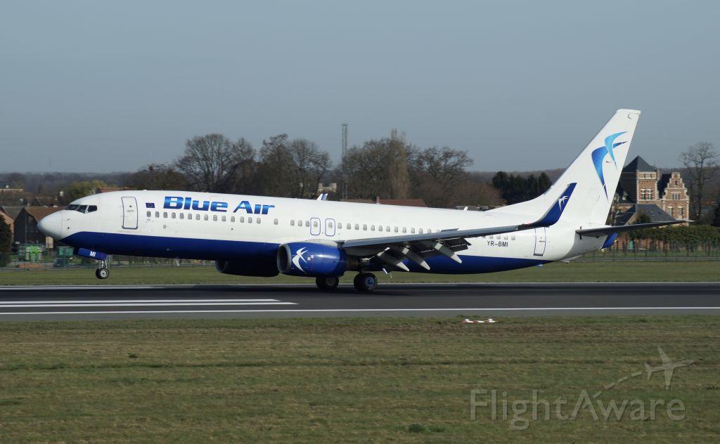 Boeing 737-800 (YR-BMI)
