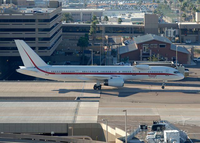 Boeing 757-200 (N757HW)