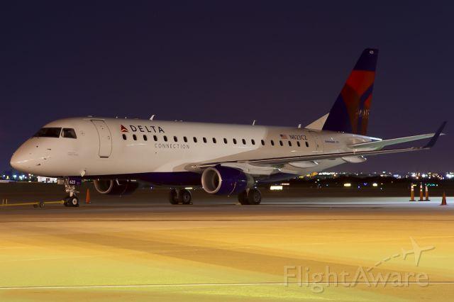 Embraer 170/175 (N623CZ) - Aug. 5, 2011.