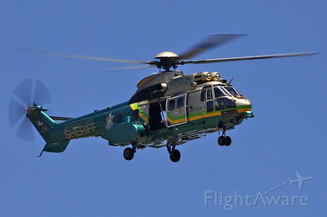 TUSAS Cougar (N952JH) - Los Angeles County Sheriff - Eurocopter AS332L1 Super Puma.