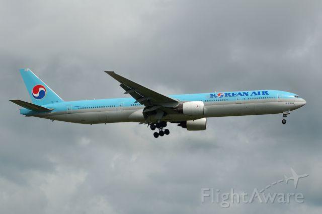 BOEING 777-300 (HL7533) - HL7533  Boeing 777-3B5 c/n: 27948/178