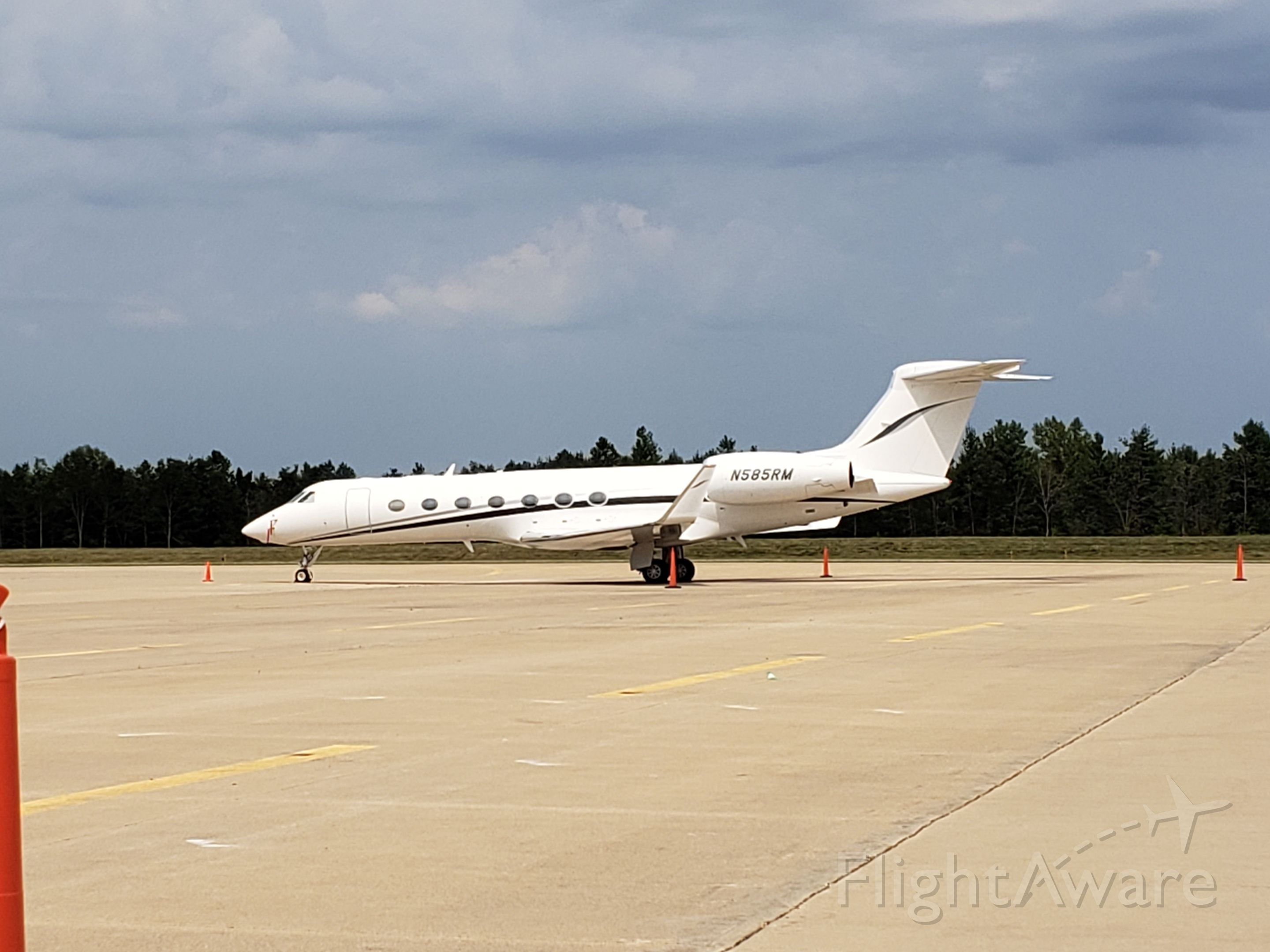 N585RM — - Bult Field, Monee, IL, USA. Rory in town for the PGA's BMW Championship at Olympia Fields C.C.