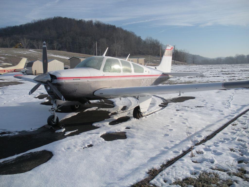 Beechcraft Bonanza (33) (N14AR)