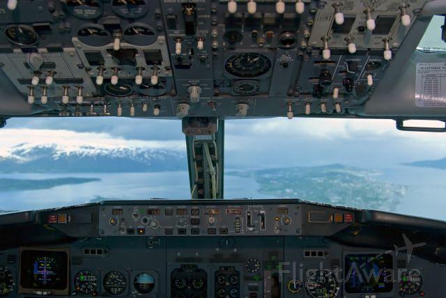 BOEING 737-300 (LN-KKL)