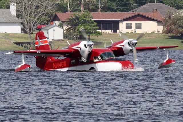 Grumman G-44 Widgeon (N144GW) - Landing on Lake Agnes in Florida