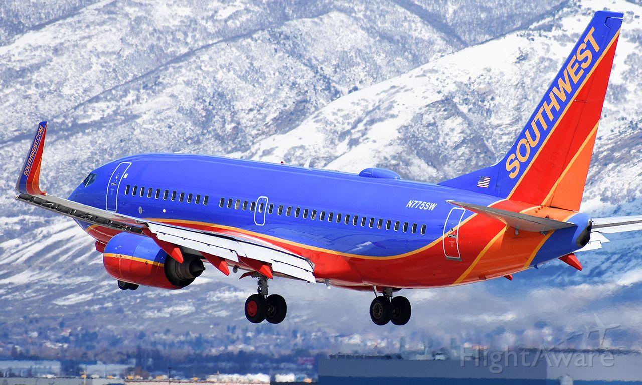 Boeing 737-700 (N775SW)