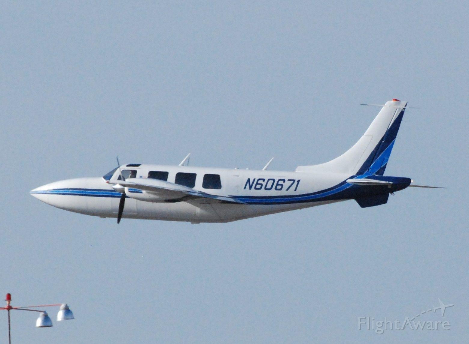 Piper Aerostar (N60671)