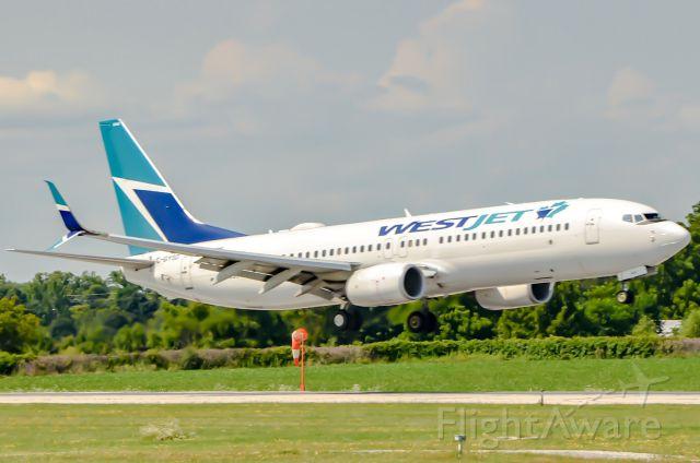 Boeing 737-800 (C-GYSD)
