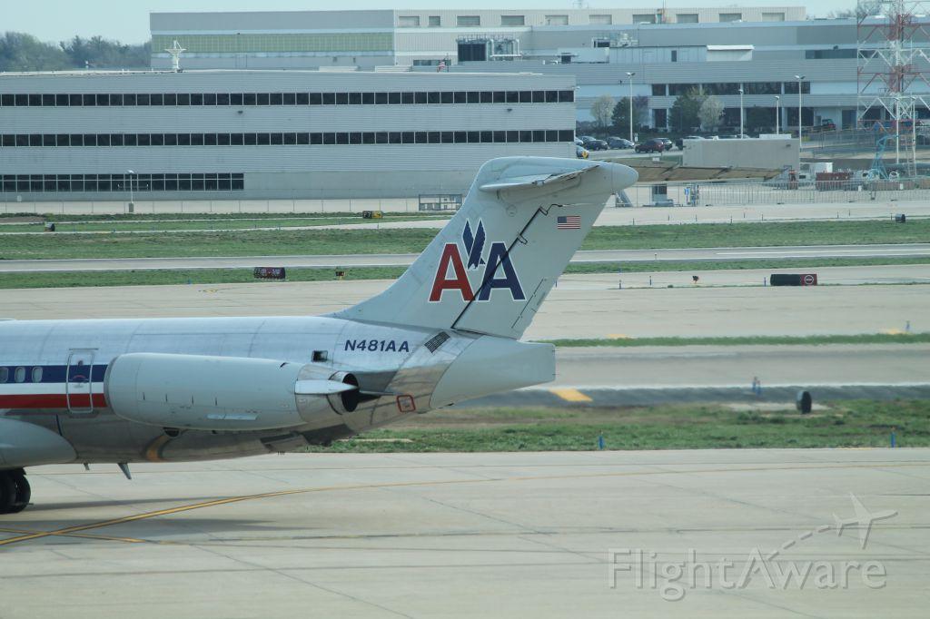 McDonnell Douglas MD-82 (N481AA)